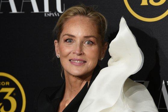 Sharon Stone a fost reprimită pe un site de matrimoniale. Motivul pentru care contul îi fusese suspendat