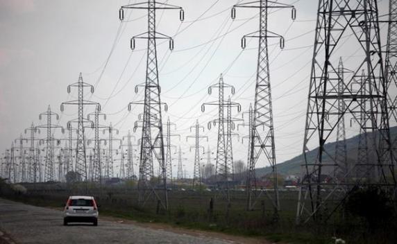 Stingeţi becurile, scoateţi aparatele din priză: Preţul energiei electrice pe piaţa spot ajunge la maximul istoric de 750 de lei/MWh