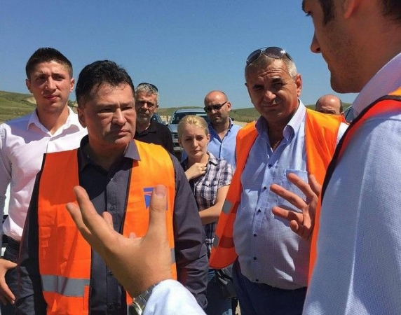 Strategie tehnocrată marca Cioloș: De-a BUȘE-lea din Gara de Nord spre Otopeni. Un km cale ferată realizat în 18 luni cu 6.200.000 de euro