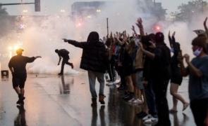 SUA: Poliţia nu mai are voie să utilizeze gaze lacrimogene, gloanţe de cauciuc şi alte mijloace mai puţin decât letale