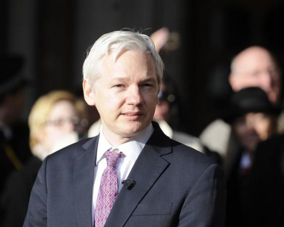Suedia renunţă la ancheta care îl vizează pe fondatorul Wikileaks, Julian Assange