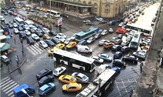 Topul oraselor cu cel mai mare blocaj de trafic rutier: Bucureşti - locul 5, întârzieri de 103 ore pe an