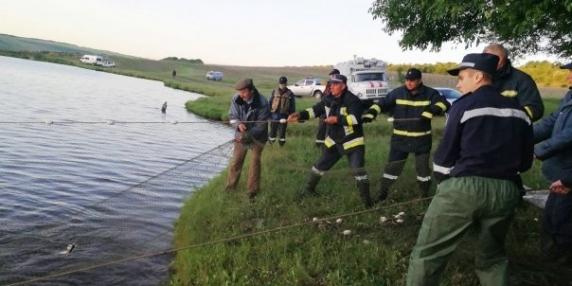 Tragedie in Vaslui. Doi copii gasiti fara suflare intr-un iaz artificial