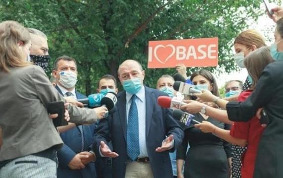 """Traian Băsescu: """"Nenorociţii i-au legat de gât lui Nicușor Dan un carton pe care au desenat nişte cifre. Orban, te scot in șuturi de la Palatul Victoria!"""""""
