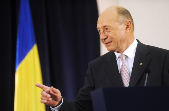 """Traian Băsescu: """"Răspunsul lui Carmen Dan, ridicol. Statul român se face ţăndări, iar PSD a devenit un risc!"""""""