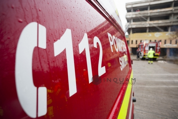 Un copil de un an şi şapte luni a murit după ce a căzut de la etajul 4. Poliţia a deschis o anchetă