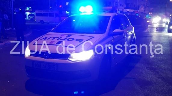 Un şofer urmărit de oamenii legii a lovit doi pietoni