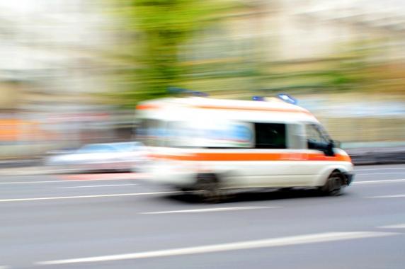 Un poliţişt din Vaslui a ajuns la spital după ce a fost accidentat de un şofer pe care l-a oprit în traficIncidentul a avut loc în localitatea Muntenii de Sus din judeţul Vaslui.