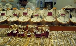 Val de spargeri la magazinele de bijuterii din Paris pe fondul crizei: doi hoți au furat bijuterii în valoare de 400.000 de euro