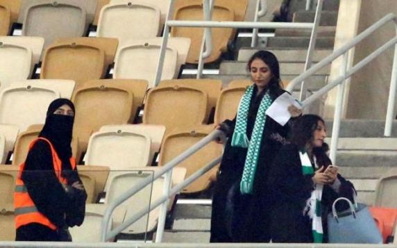 Zi istorică în Arabia Saudită: Pentru prima dată, femeile au putut fi prezente în tribune la un meci de fotbal
