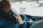Șoferii care transmit live, filmează sau doar țin telefonul în mână la volan, amendați. Sancțiuni și pentru bicicliștii indisciplinați