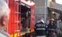 Bloc evacuat din cauza unui brad de Crăciun care a luat foc. Șase oameni, la spital