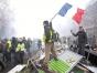 Guvernul francez va renunţa la majorarea taxei pentru carburanţi după protestele violente din ţară