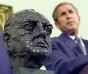 Mostenirea lui Trump, la gunoi! Biden a eliminat din Biroul Oval bustul lui Churchill instalat de Bush