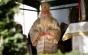 O enoriaşă îl contrazice pe ÎPS Calinic şi îi prezintă taxele de înmormântare percepute de preoţi