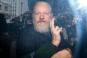 Partenera de viată a lui Julian Assange i-a cerut lui Donald Trump o gratiere de ultim moment!