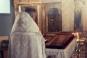 Preotul condamnat dupa ce a platit o fata sa faca sex cu un politician si a aratat filmarea in biserica. Cum a falsificat actele unei case