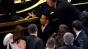 Rami Malek a căzut de pe scenă după ce a câștigat Oscarul. Actorul a avut nevoie de intervenția paramedicilor