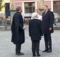 Se miră de ce românii nu se vaccinează! Klaus și Carmen Iohannis se plimbă fără mască pe stradă în Sibiu deși legea îi obligă să o poarte
