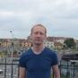 """Tanarul din Botosani care a strans 12 milioane de euro pentru copiii bolnavi. Povestea """"salvatorului de Ingeri"""""""