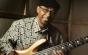 Un artist a cântat la chitară în timp ce era operat pe creier