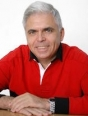 Un Cațavencu în cămașă brună