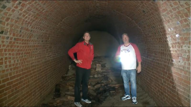 A găsit un tunel misterios sub casa sa și nimeni nu știe ce e cu el. Țara se confruntă cu un val de descoperiri ciudate