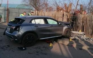 Accident infiorator: Doua fetite au murit spulberate de o masina care a intrat pe trotuar. Soferita a fost batuta de martorii tragediei