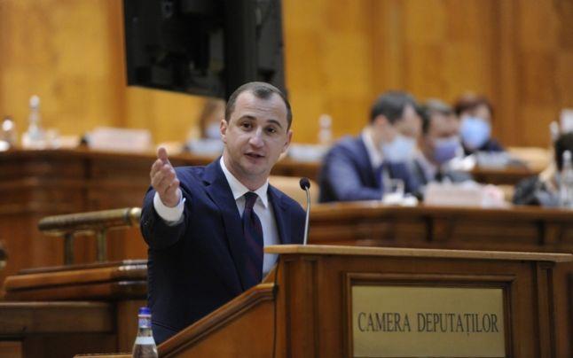 """Alfred Simonis: """"Pensiile speciale puteau fi eliminate azi, dar n-au vrut. Orban şi imaculaţii din USR se ţin cu dinţii!"""""""
