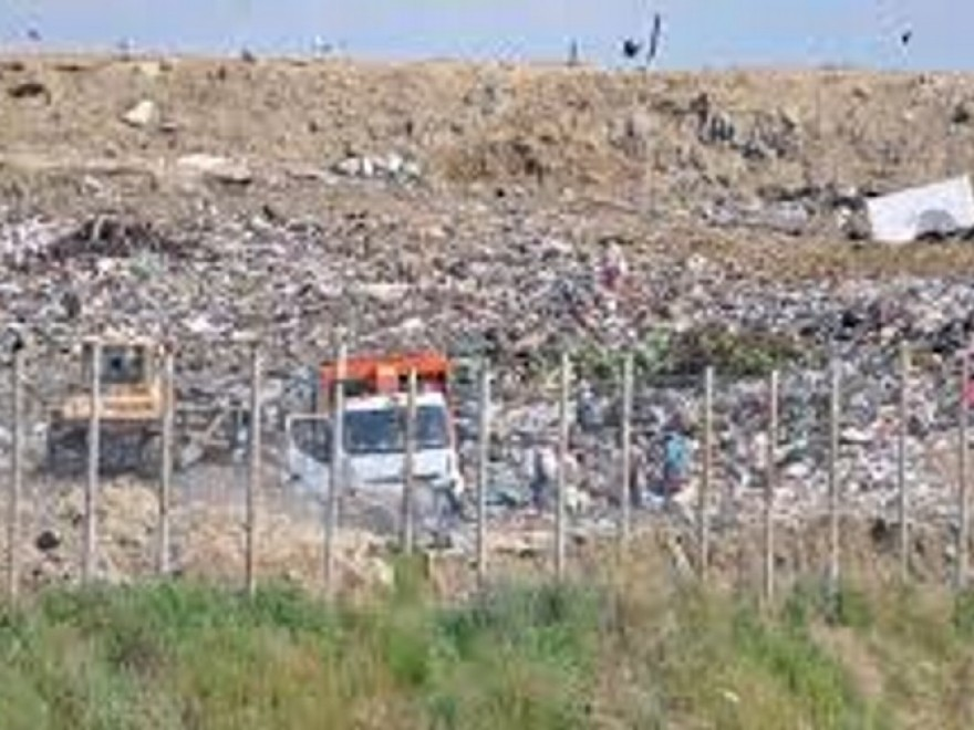 Angajată la groapa de gunoi Glina acuzată de dare de mită.  Femeia  a obținut astfel avizele de sănătate publică măsluite