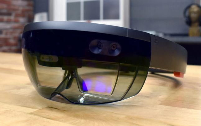 Armata Americană se dotează cu căşti de realitate augmentată produse de Microsoft