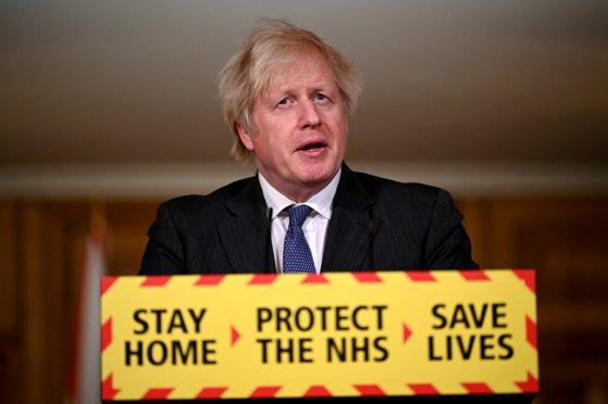 Boris Johnson a anunţat data până la care toţi adulţii din Marea Britanie vor primi prima doză de vaccin anti-Covid