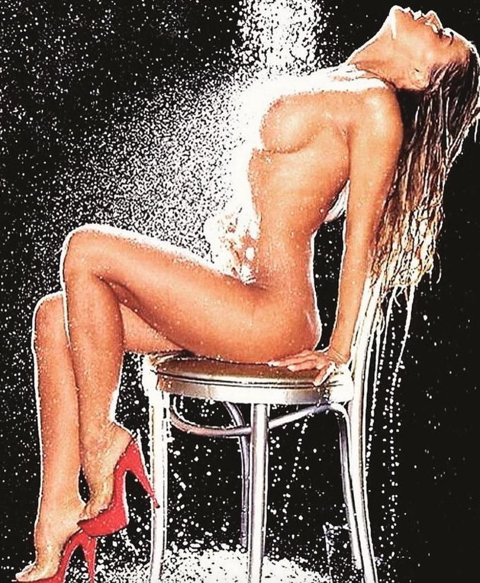 Carmen Electra apare goala sub dus la 49 de ani. Vedeta din Baywatch incita sentimentele fanilor