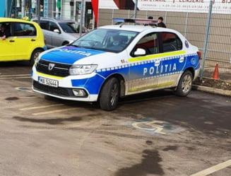 Ce au patit doi politisti din Suceava care au parcat masina pe un loc rezervat persoanelor cu handicap