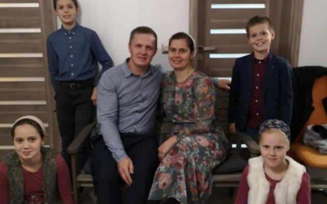 Ce turnură a luat viața tânărului care a restituit 95.000 de euro găsiţi într-un dulap second-hand