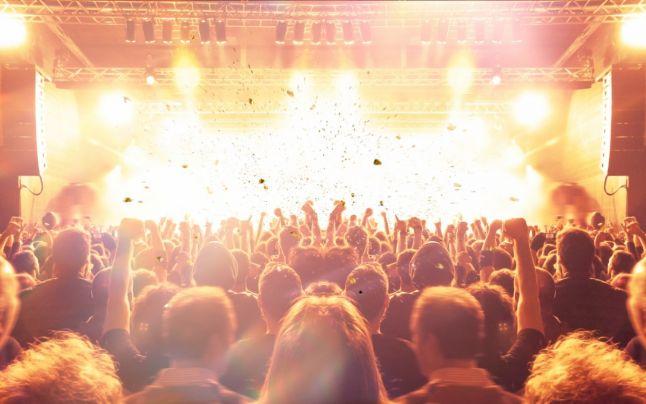 Cinci mii de oameni au participat la un concert rock în Barcelona după ce au fost testaţi pentru Covid-19 în aceeaşi zi