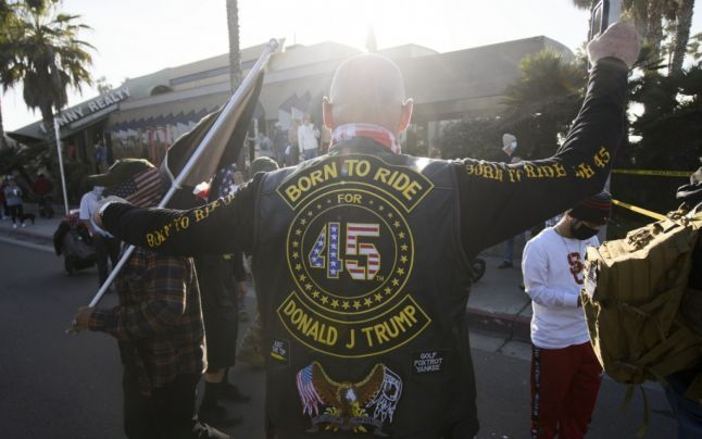 Ciocniri între susţinătorii lui Trump şi contra-protestatari la San Diego. Au fost agresaţi şi poliţiştii