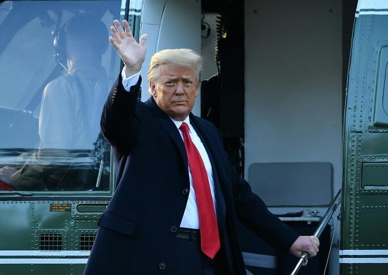 Cum a ajuns Trump să fie comparat cu vițelul de aur: O statuie a fostului președinte, ironizată de internauți