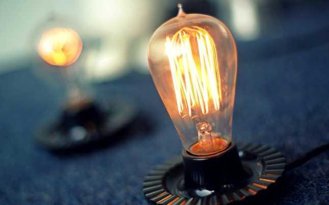 De la 1 ianuarie 2021 prețul la curent electric crește alarmant. Cum se pot evita scumpirile uriașe - LISTA COMPLETĂ