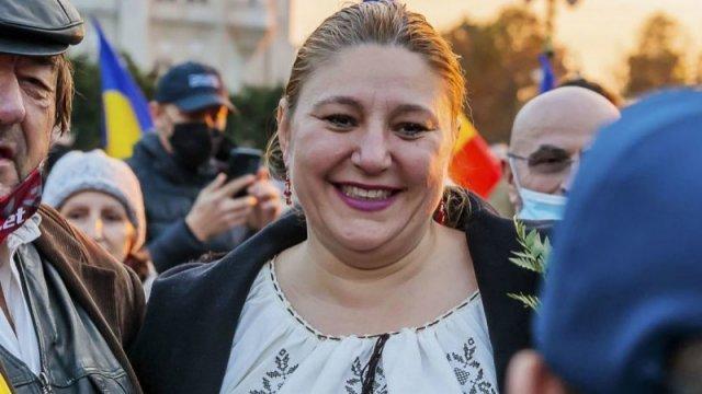 Diana Șoșoacă are contul de Facebook blocat. Senatoarea se compară cu Trump