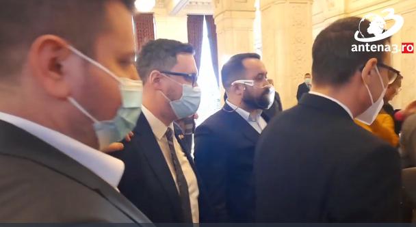 """Doi deputati au fost la un pas de bataie pe holurile Parlamentului: Te bag in p***a ma-tii! Paduche, esti zero barat!"""""""