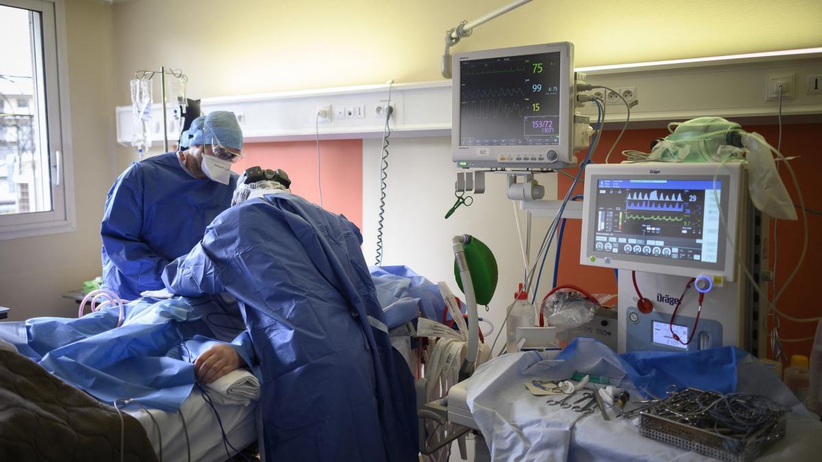Doi soți din Prahova care s-au vaccinat când aveau simptome au murit de Covid-19 iar fiica lor este la ATI