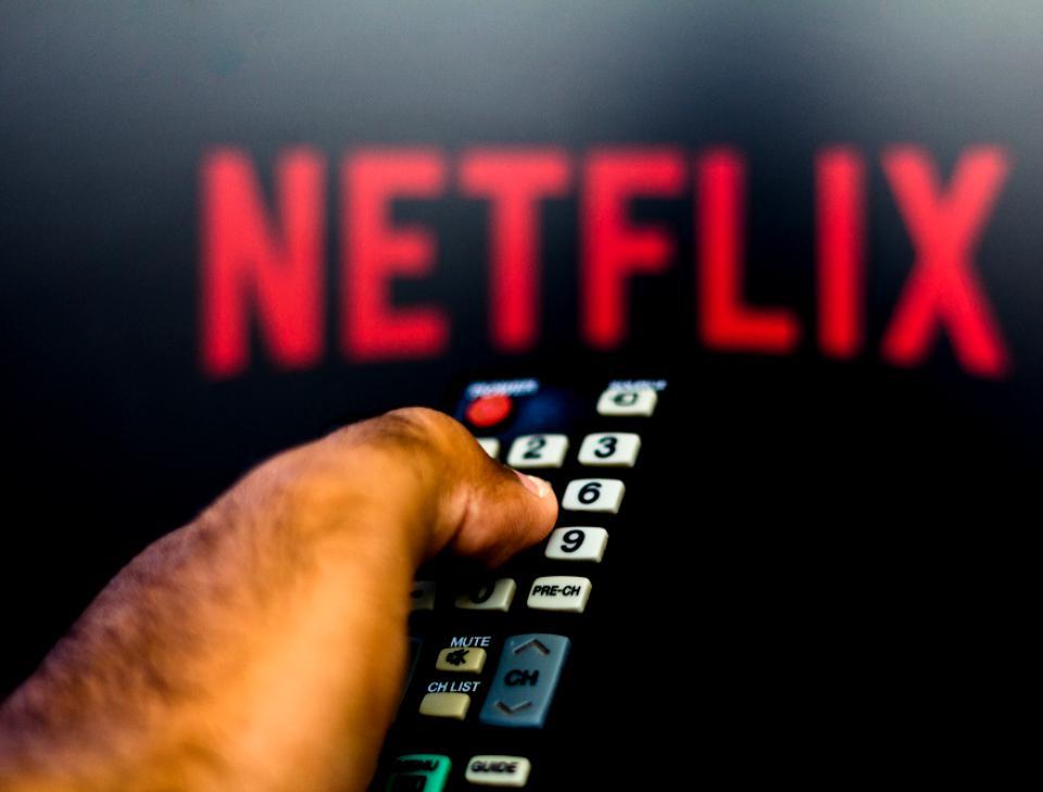 E nashpa! Netflix va restricționa folosirea unui cont de către mai multe persoane