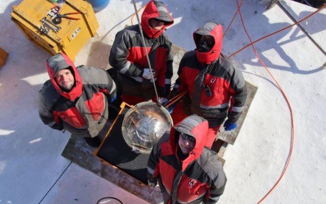 Fabulos: Rusia a lansat un telescop gigantic pe fundul Lacului Baikal. Ce vor oamenii de ştiinţă să facp cu el