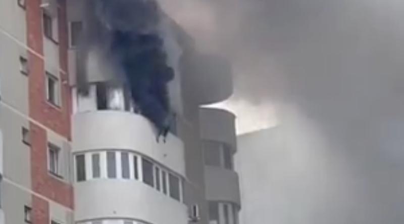 Femeia din Constanța care a sărit de la balconul apartamentului cuprins de flăcări se întorsese în casă după laptop
