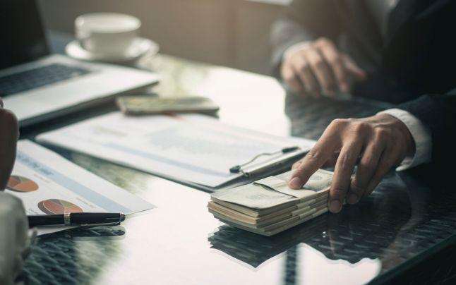 """Fraudă de """"proporţii istorice"""" în SUA: cum au furat escrocii şi reţelele de crimă organizată miliarde de dolari din fondul de ajutor de şomaj"""
