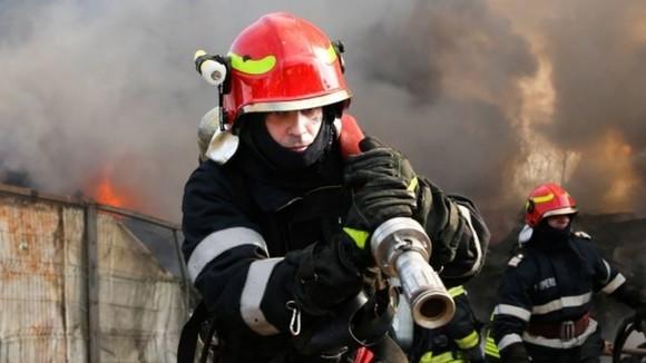 Incendiu la două clădiri din Chitila: O persoană a suferit ...  |Incendiu Chitila