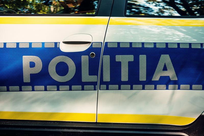 Iubita unui șofer prins băut la volan, în București, a vrut să îi dea 15.000 de lei polițistului