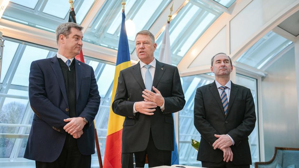 Klaus Iohannis s-a închinat la Markus Söder - urmașul Angelei Merkel la funcția de Cancelar al Germaniei și șef al Europei!