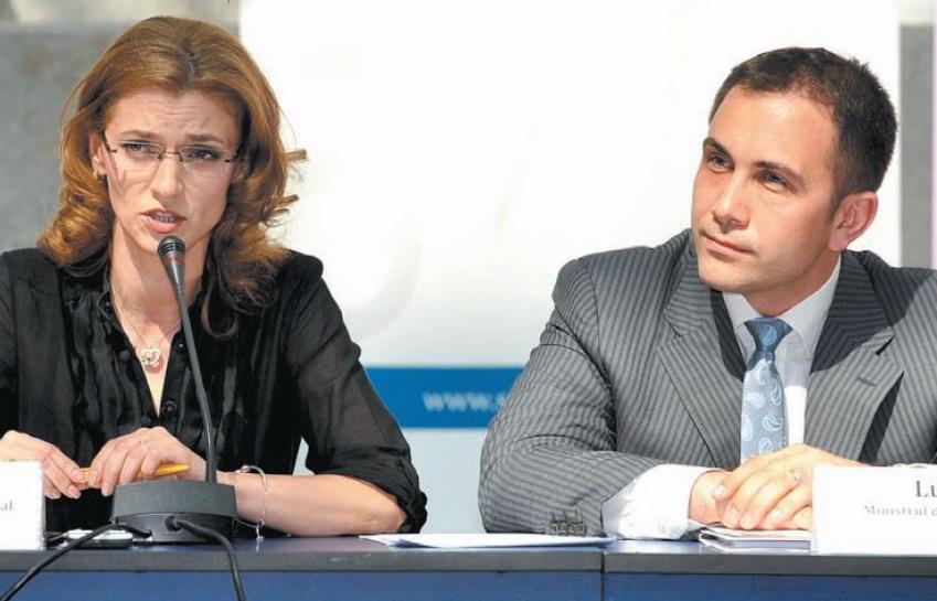 Laura Kovesi e pe cale sa-i faca dosar european lui Lucian Isar de la BERD. Sotul Alinei Gorghiu e consilierul special si prietenul lui Florin Cîțu